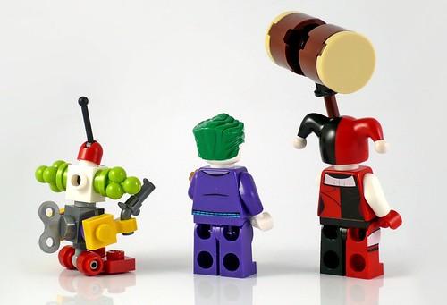 LEGO DC Superheroes 76035 Jokerland figures 02