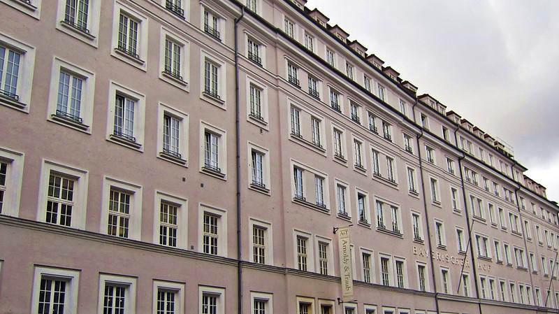 Goldengelchen-Winter in München-Bayerischer Hof