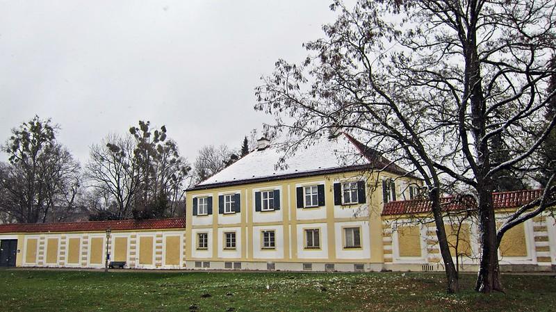 Goldengelchen-Winter in München-Königliche Porzellan Manufaktur Nymphenburg