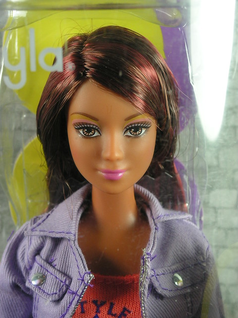 2004 Barbie Fashion Fever Kayla H0892 (1)