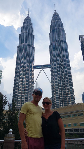 Vor den Petronas Towers