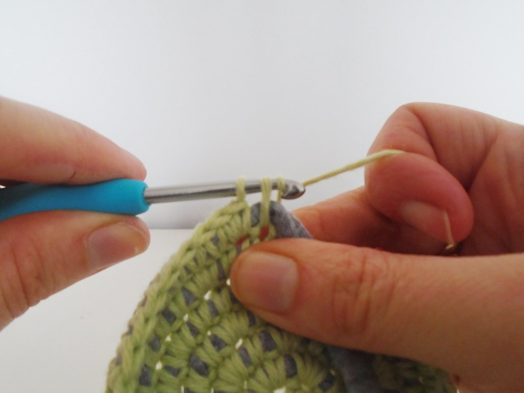 how to crochet around fabric yarn