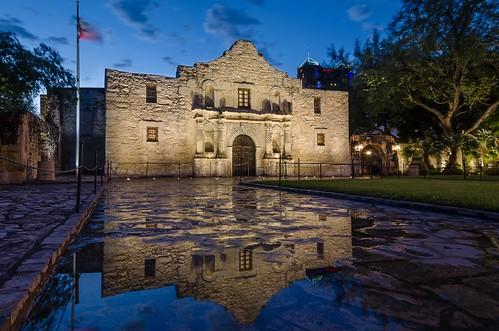 reflection building history architecture sanantonio texas tx historic alamo thealamo