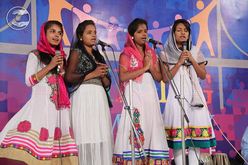 Devotional song by Madhu and Saathi from Mangolpuri