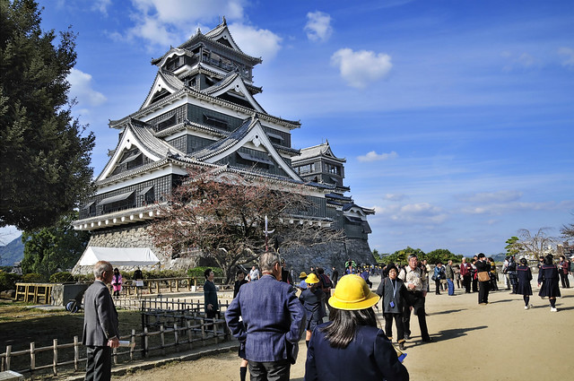 Quake breaches historic walls of 400-year-old Kumamoto Castle