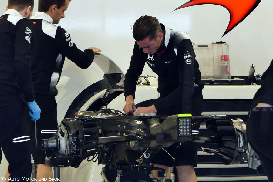 mp4-31-gearbox
