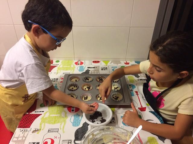 hermanitos cocinando