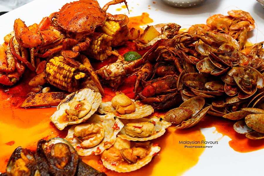Shell out seafood restaurant kota damansara seafood for Food bar kota damansara