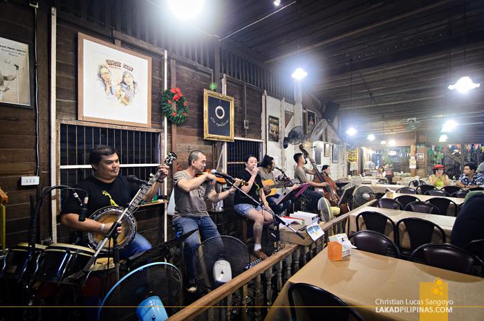 Amphawa Floating Market Baan Thong Boran