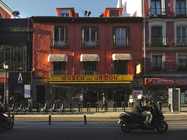 Museo de Jamon and BiciMAD en Calle Atocha, Madrid (2016)
