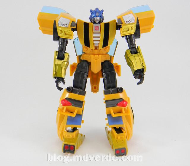 Transformers Bumblebee Goldbug Deluxe - Generations Takara - modo robot