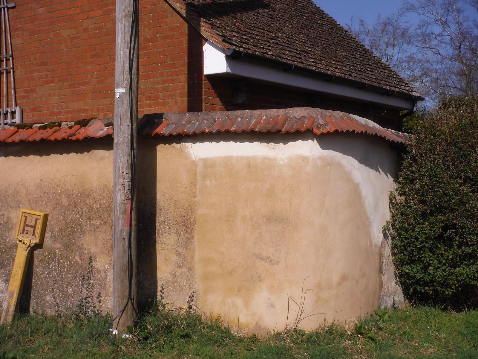A Wychert Wall in Chearsley SWC Walk 193 Haddenham to Aylesbury (via Gibraltar and Ford)