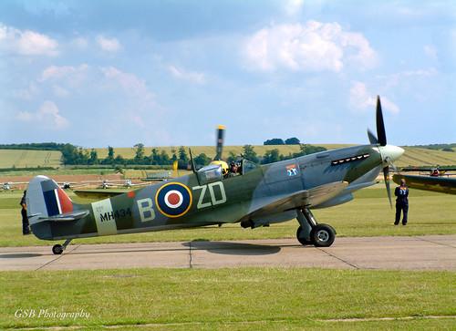 Supermarine Spitfire Mk IX taxiing at Duxford Air Show