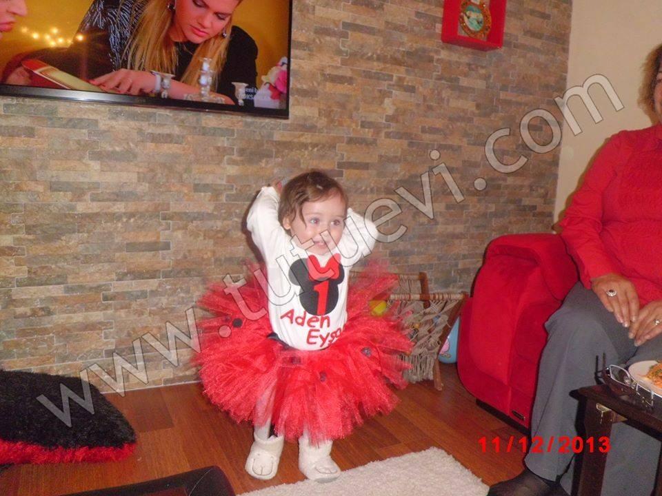 Zonguldak'tan Pınar Hanımın siparişi üzerine hazırladığımız tütü takımı prenses kızı Aden Eyşan'a çok yakışmış, Allah nazarlardan saklasın. Yeni Tütü takımını nice mutlu günlerinde giymesini diliyoruz. Bu fotoğrafları bize göndererek bizleride unutmadığını gösteren Pınar Hanıma da çok teşekkür ediyoruz.