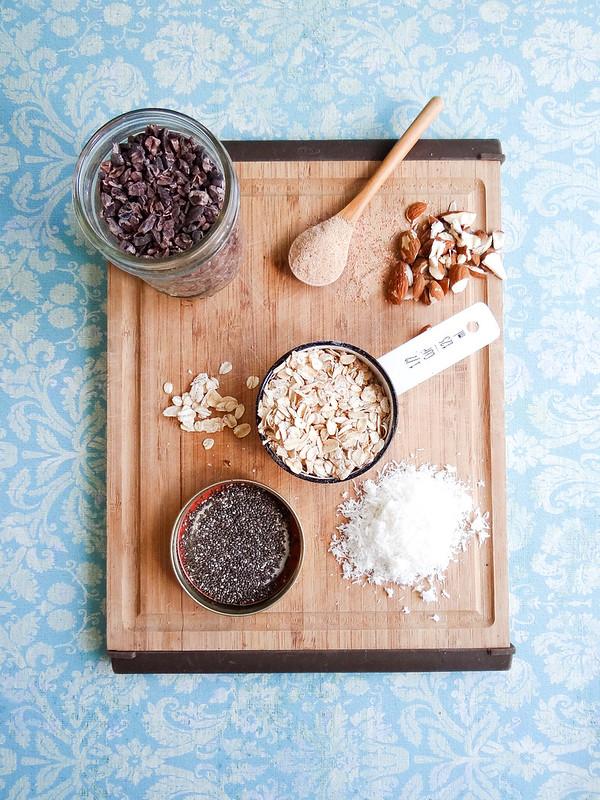coconut cacao nib oatmeal // date sugar + chia
