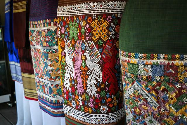 "Lao traditional skirt ""Sinh"" in the market, Luang Prabang, Laos ルアンパバーン、民族衣装スカート「シン」の店"