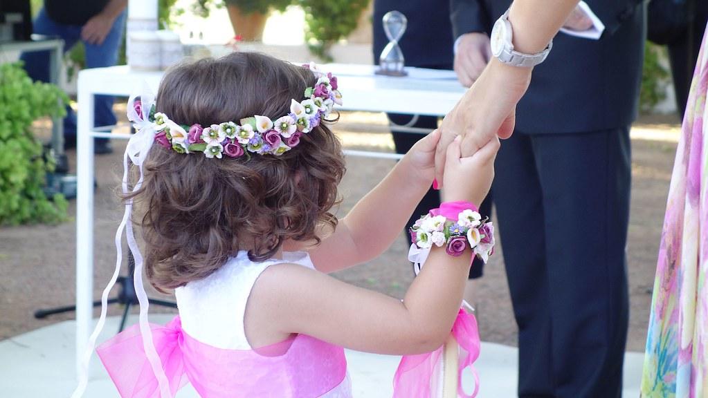 Corona y pulsera de flores infantil