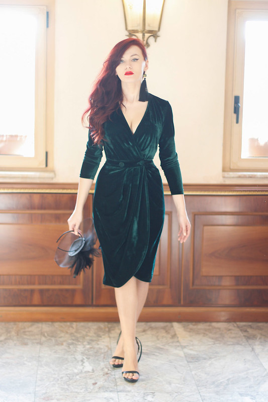 emerald green velvet dress 5