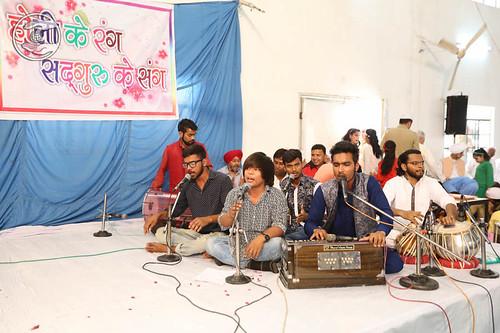 Devotional song by Bal Sangat