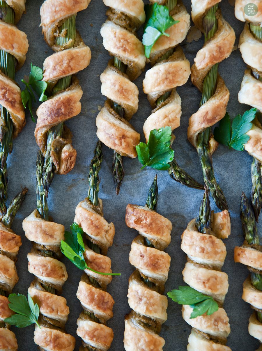 Crunchy asparagus sticks with simple tapenade