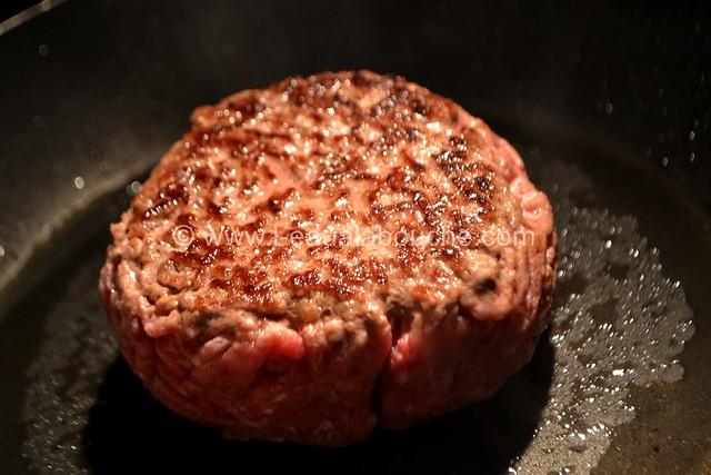 Steak Haché de Boeuf Sauce Cognac aux Pleurotes © Ana Luthi Tous droits réservés 11