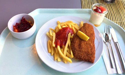 Pork cordon bleu with french fries / Cordon bleu vom Schwein mit Pommes Frites
