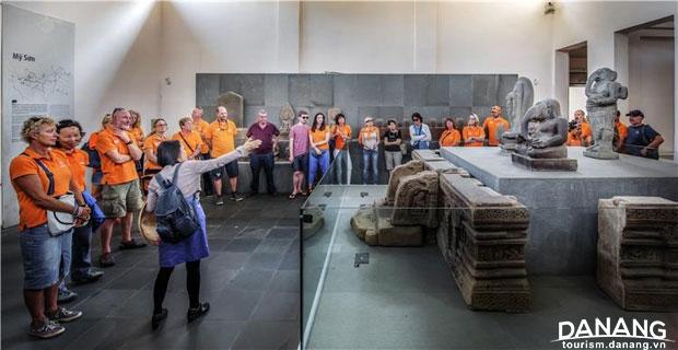 Khuyến khích: Bảo tàng điêu khắc Chăm - Huỳnh Văn Truyền