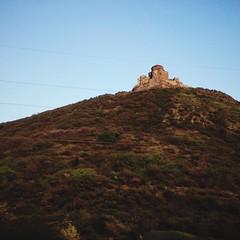 День подходит к концу, скоро Тбилиси. Проезжаем храм Джвари на горе у Мцхеты.   Там, где, сливаяся, шумят, Обнявшись, будто две сестры, Струи Ар