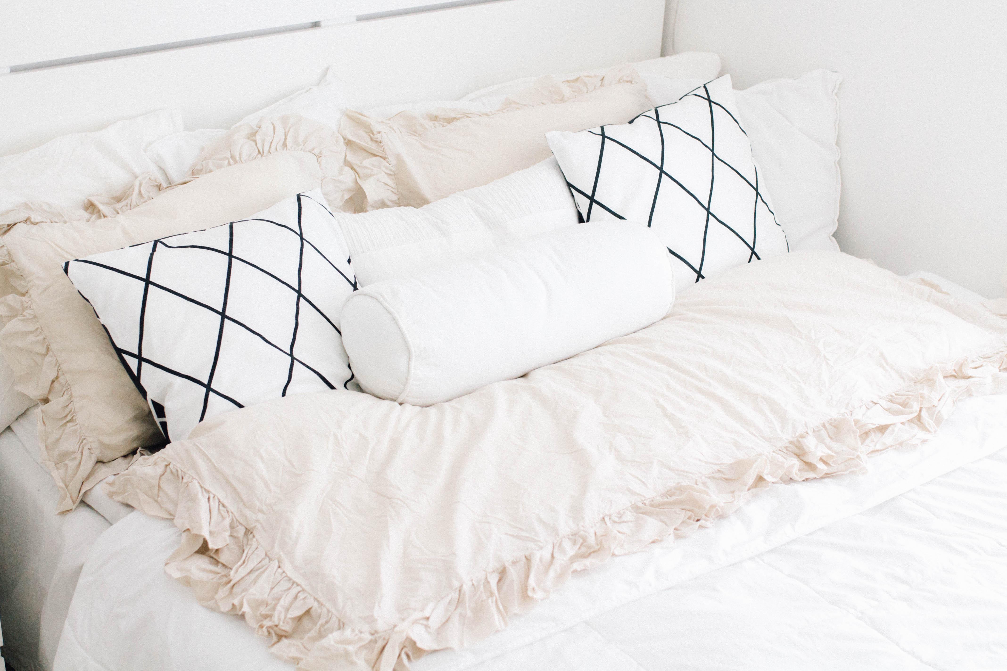 mustavalkoiset tyynynpäälliset