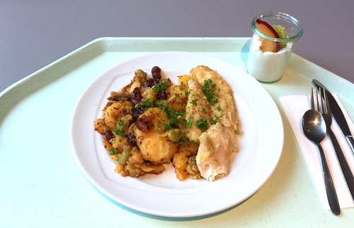 Pangasius filet on zesty potato bean fry / Pangsiusfilet auf pikanter Kartoffel-Bohnenpfanne