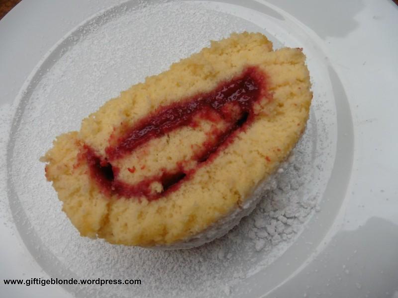 Bisuquitroulade mit Hetschalmarmelade
