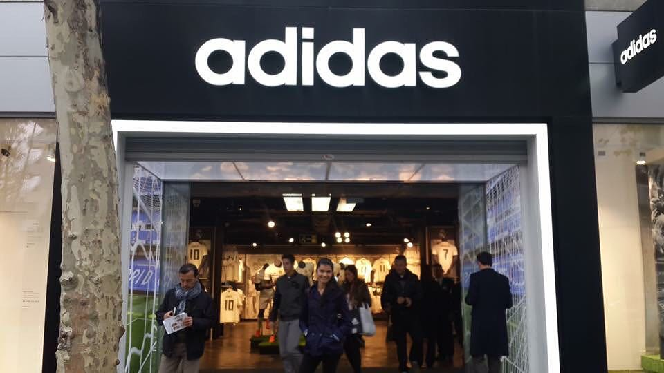 8a573fb6f32ff ... En la tienda oficial del Real Madrid