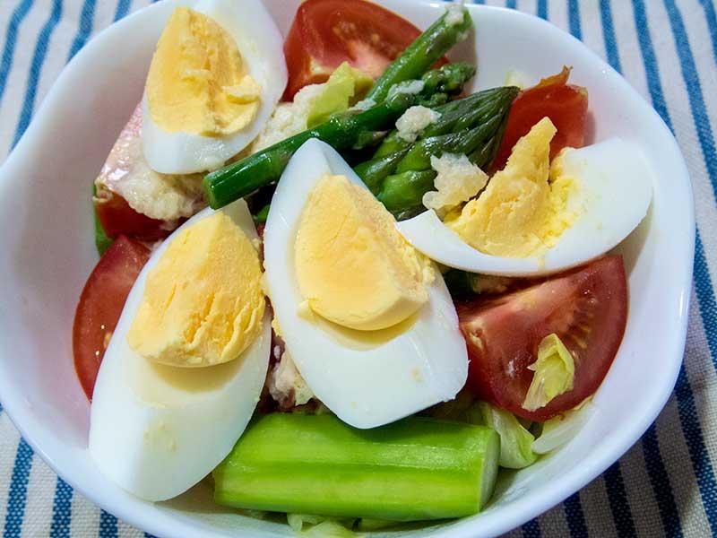 アスパラガスとトマトのサラダ