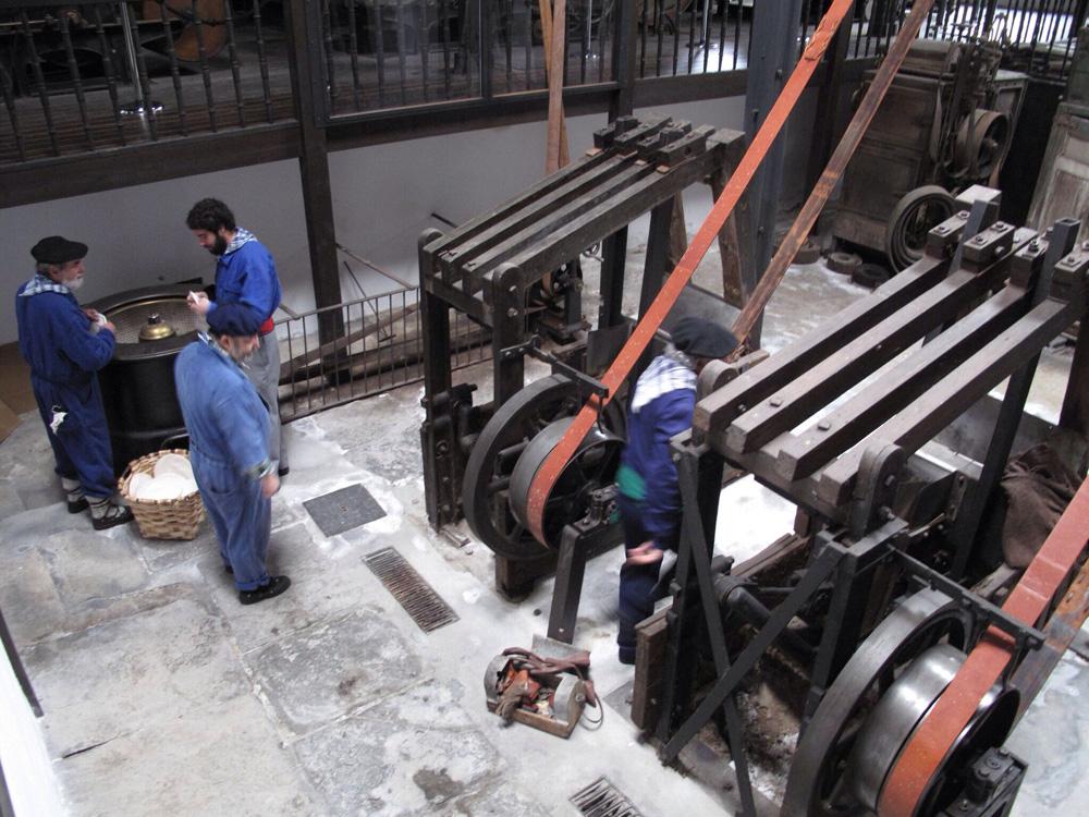 visita teatralizada_fabrica boinas la encartada_balmaseda_dinamización patrimonio_publico_8 marzo
