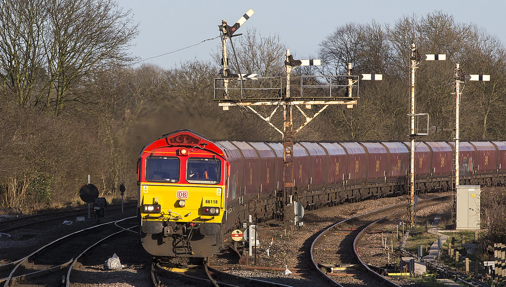 66118 rounds the curve with the 6H44 Humber - Drax P.S.....Barnetby 23rd December 2015