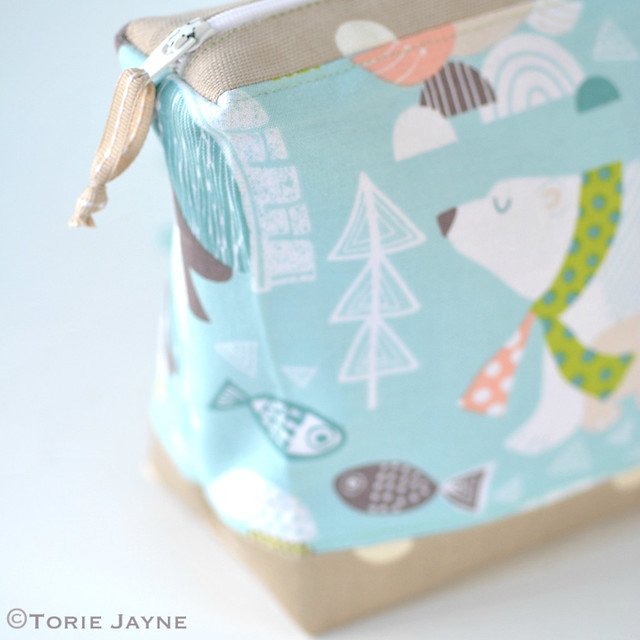 Polar bear print wash bag tutorial 1
