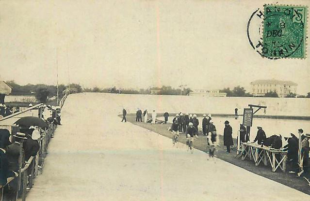 Photo:Đường đua xe đạp lòng chảo tại Hà Nội. Xa phía bên phải là Dinh Toàn Quyền By manhhai