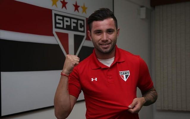 Mena avalia seu primeiro jogo com a camisa do S�o Paulo e demonstra otimismo para a temporada