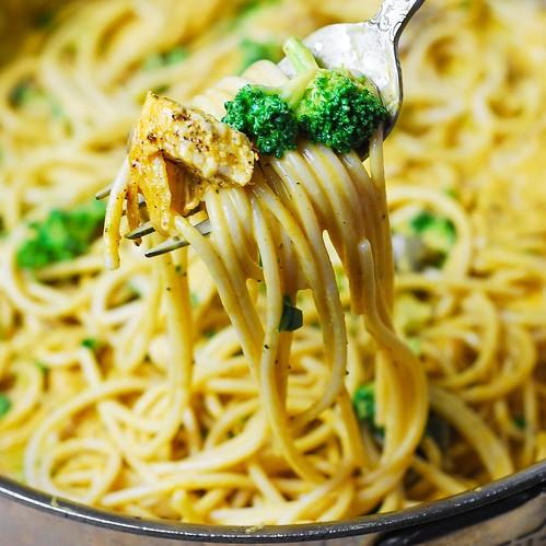 Chicken Broccoli Spaghetti with Golden Mushroom Sauce