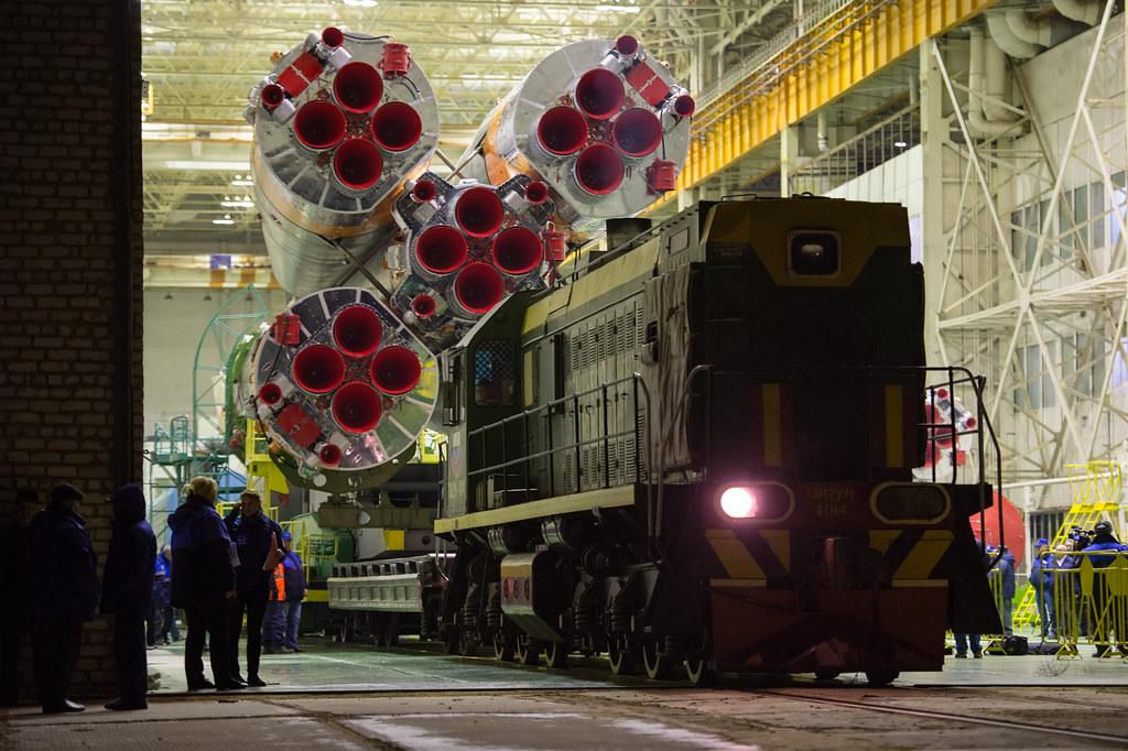 Exp 47 Soyuz Rollout (NHQ201603160002)