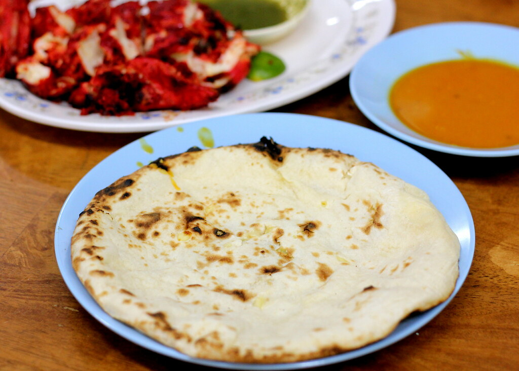 Malacca Food Guide: Pak Putra Restaurant Triple Cheese Roti Naan