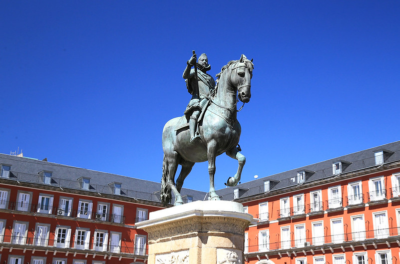 statue-Plaza-Major-Madrid