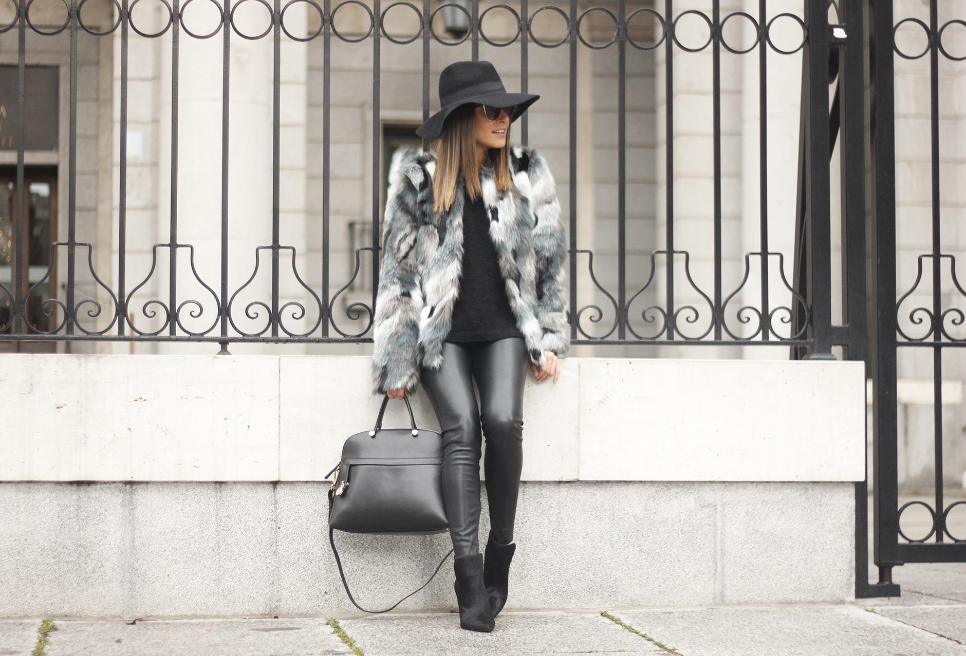 Faux fur coat leatherette pants booties black hat mango streetstyle fashion outfit05