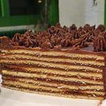 Standardmäßig besteht die Torte aus sechs Schichten. Je mehr desto besser!