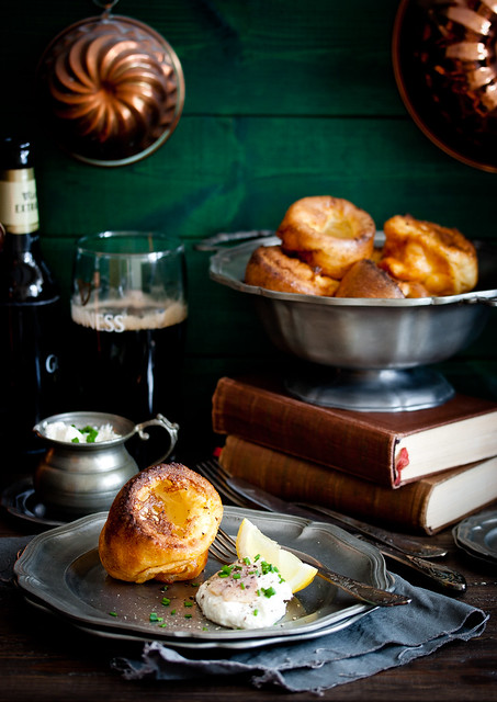 Yorkshire-Puddings mit Räucherforellen-Meerrettich-Creme