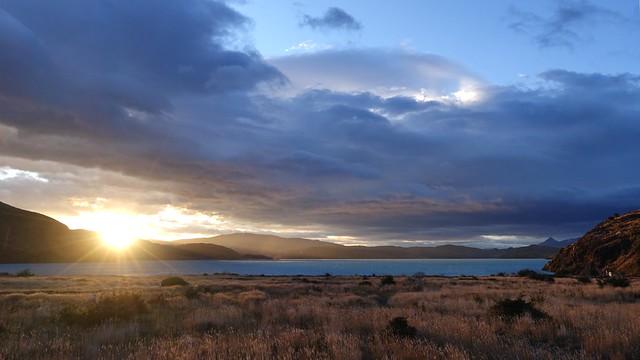 Sunrise, Lago Pehoe