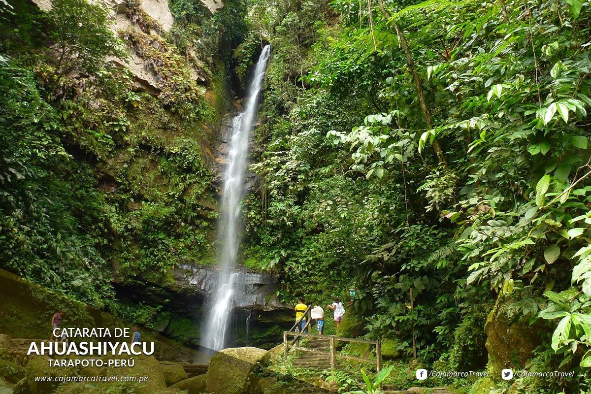 Este salto de agua, de 60 metros de altura, está en el cerro La Escalera.