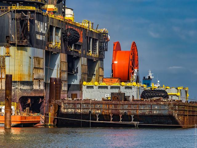 Kraanwerkschip Thialf en ponton - Calandkanaal - Port of Rotterdam