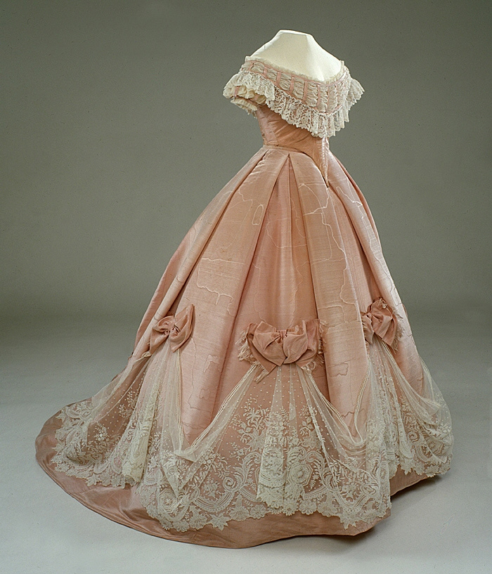 The dress Wilhelmina was wearing for the portrait of 1865