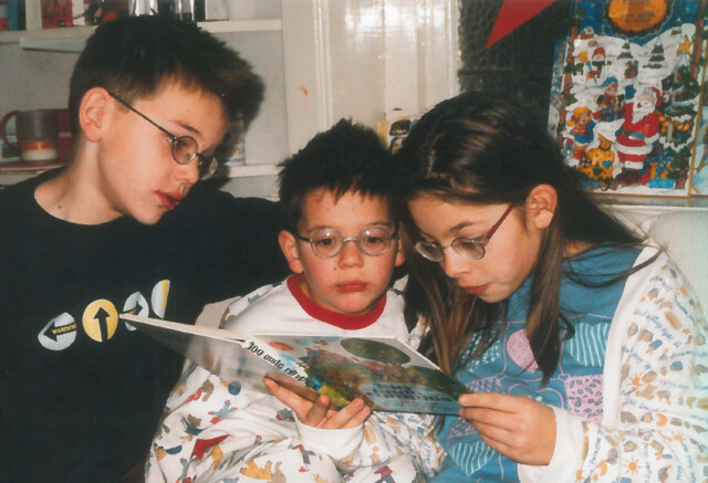 Jur (18), Nout (21) and Elma (23) at home when they were little kids